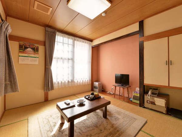 *部屋(和室6畳)カップル、親子におすすめ。全室テレビ、冷蔵庫、暖房完備!
