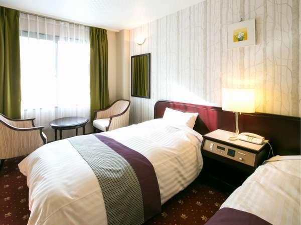 和洋室ツインベッドに6畳の和室を加えた使い勝手の良い空間。