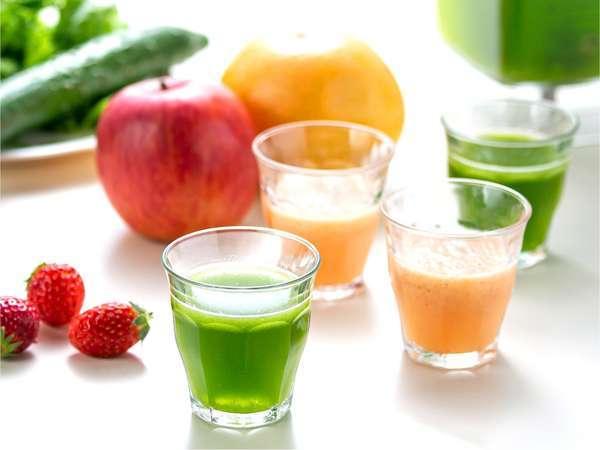 《朝食》安曇野の新鮮な野菜と果物をブレンドしたスムージ―
