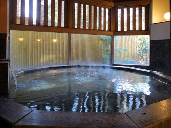 【御影石の湯】重厚な造りの大理石のお風呂