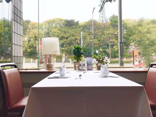 1Fレストランはゆったり外を眺めながらお食事出来ます