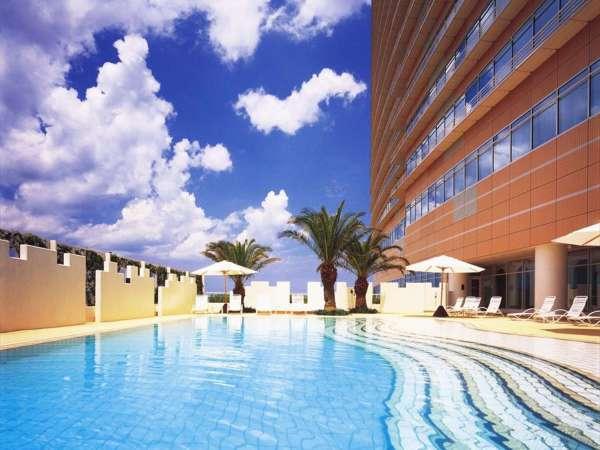 5階 夏季限定の屋外プール