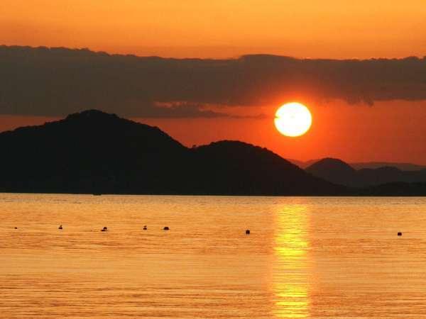 ◆美しい夕日は島の魅力のひとつです!