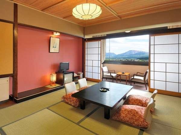 【上層階客室】阿蘇五岳を一望できる上層階客室。洗面・トイレ・ユニットバス付き/例