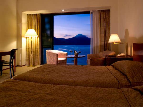絶景眺望!正面から芦ノ湖や富士山を望むことができる『スーペリアツイン』