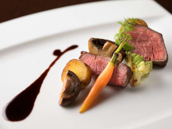 【ディナー】メイン「国産牛フィレ肉のポワレ ボルドー風」