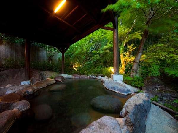 特別室にご宿泊のお客様専用の露天風呂がございます。
