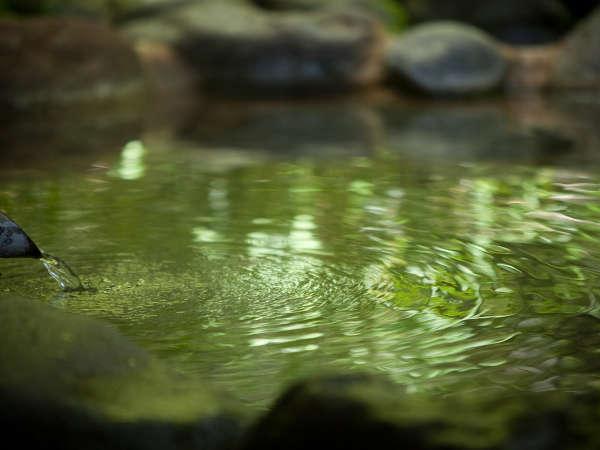 豊富な湧出量を誇る湯布院温泉。様々な効能をもたらす優しいお湯です。