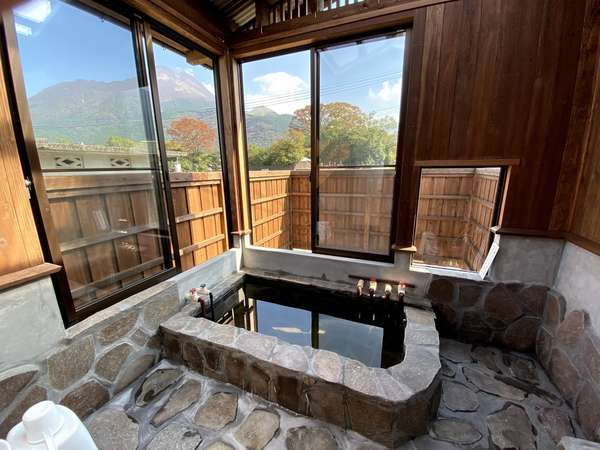 由布山を望む露天風呂