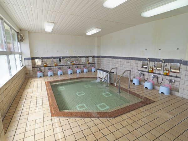 近郊施設の保養センター大浴場②