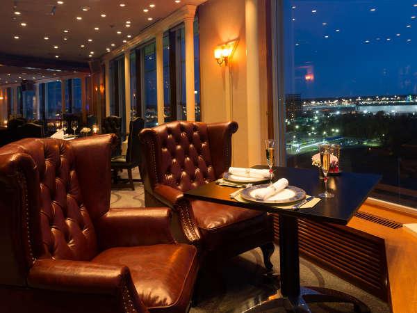 スカイバー【サンセットラウンジ】空港の夜景とお食事が楽しめる、1日1組限定カップルシート