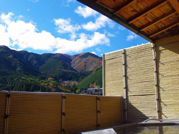 解放感抜群、飛騨川一望できる露天温泉風呂。ご利用時間6:30~23:30