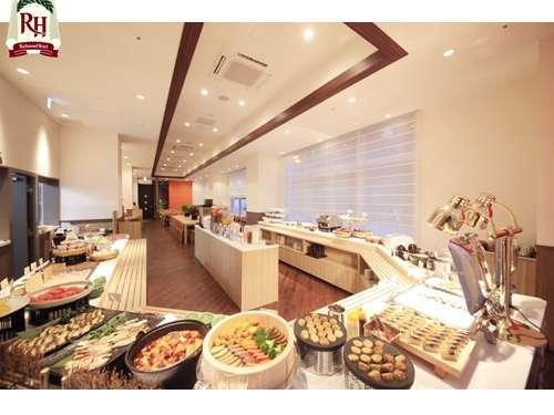 朝食は大阪名物も取り入れた和洋バイキングで食べ放題♪
