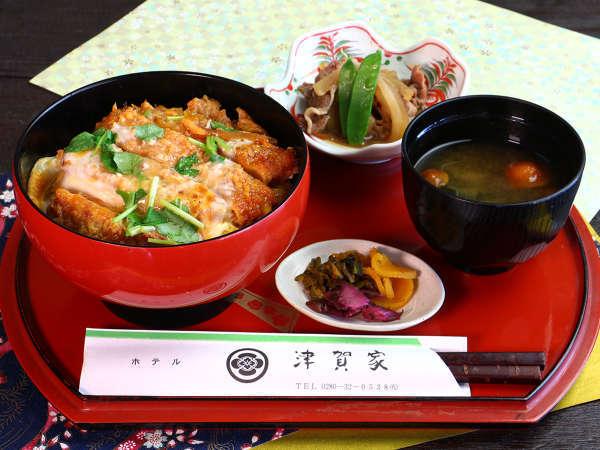 ◇津賀家の日替わり定食◇ある日のメニューはカツ丼