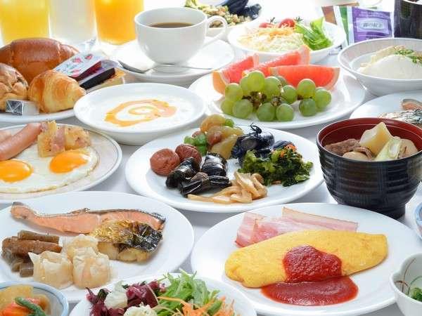 芋煮も好評!種類豊富な朝食バイキング。目の前でシェフ手作りふわふわオムレツはチーズトッピングが人気!