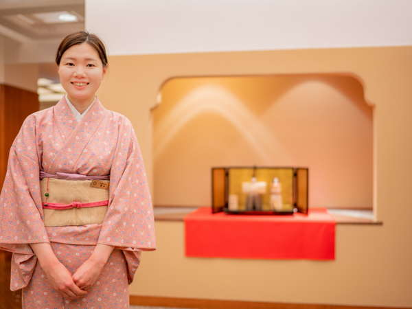 一流のサービスでのおもてなしを心がける熟練の日本料理・鮨〈あしび〉スタッフが笑顔でお出迎え♪