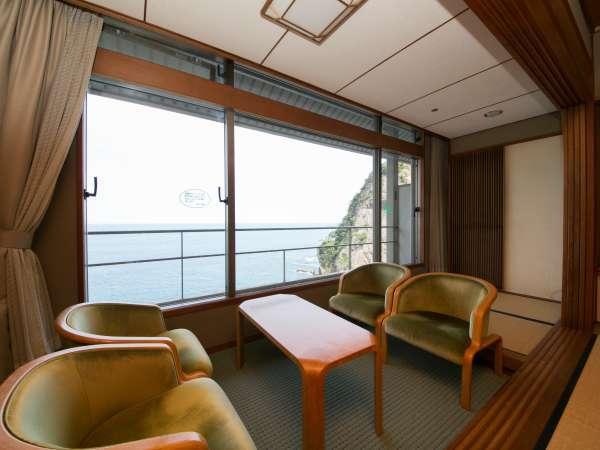 日昇館和室お部屋からは太平洋の絶景がご覧いただけます。