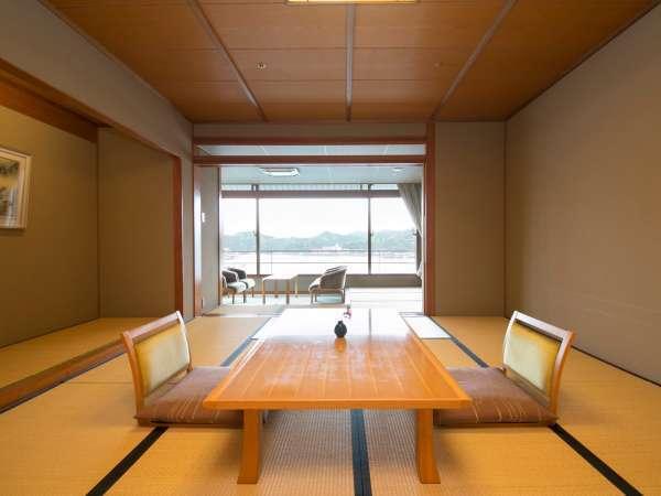 なぎさ館和室勝浦湾側の景色をご覧頂ける落ち着きのある和室