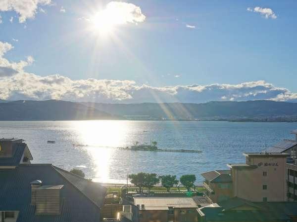 【諏訪湖絶景フロア】(太陽を浴びる輝く諏訪湖が神々しいです)