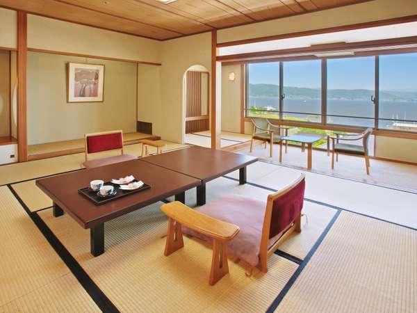 【くつろぎの和室】諏訪湖の風景と、温泉旅館の風情をお楽しみ下さいませ。