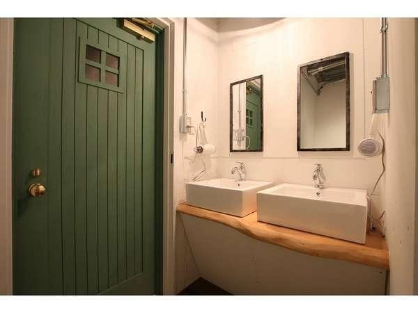 ドミトリー宿泊者専用の洗面台。