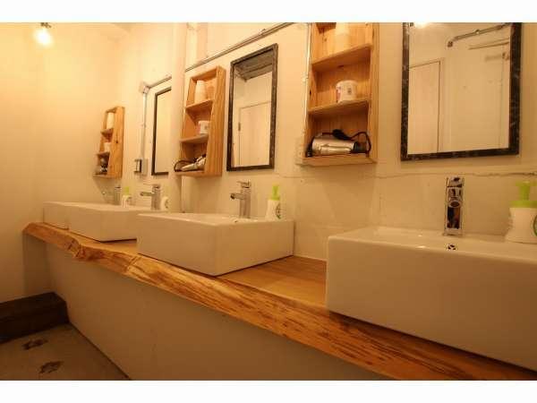 ドミトリー用の洗面スペース。合計で6台あります。