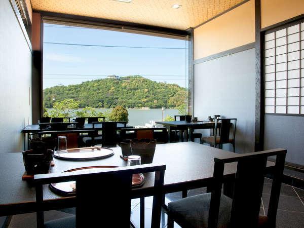 お食事処「櫻花おうか」。浜名湖を眺めながらのお食事