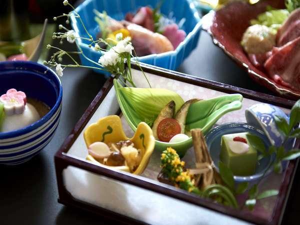 四季折々の食材を使用した和食会席料理をご堪能下さい。