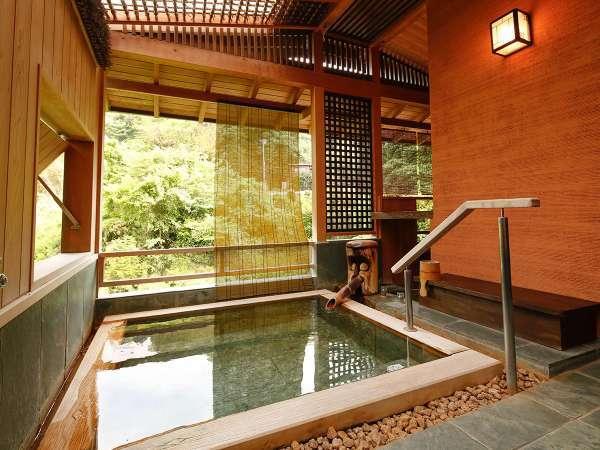 【Dタイプ:万葉】客室付き露天風呂。自分たちだけ開放感のなか、風流を思う存分に味わう。
