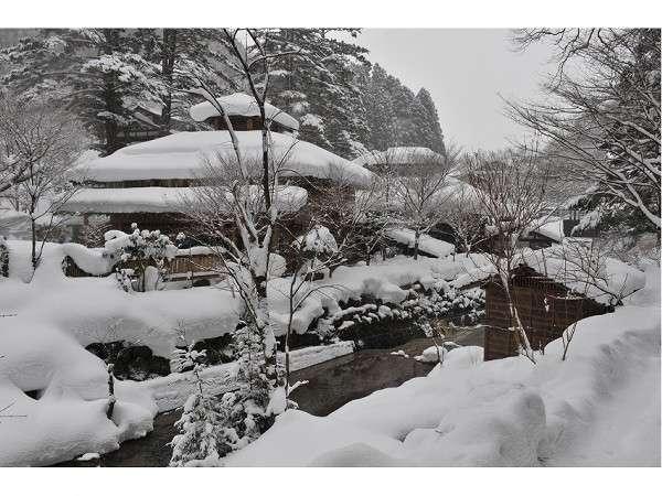 冬は雪に包まれる