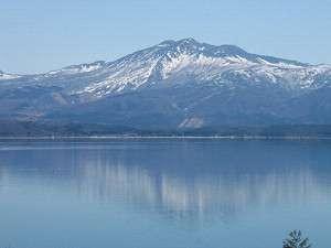 春の秋田駒ヶ岳と田沢湖