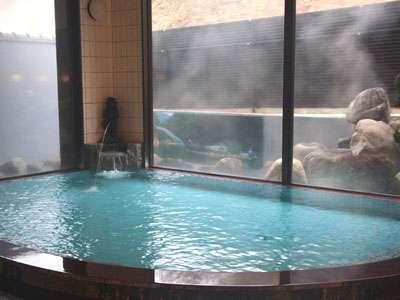 内風呂は、低温風呂もございます。夏36℃ 冬38℃血圧の変動も少なく高血圧の方も安心です