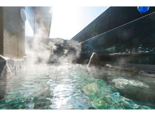露天風呂の温度は42℃。この温度は交感神経を優位にし、血流の増加、疲労の回復に期待出来ます