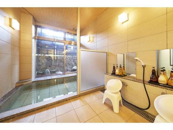 小浴場:当館の温泉は湯冷めしにくく、肌のハリを回復させる作用があると言われています。