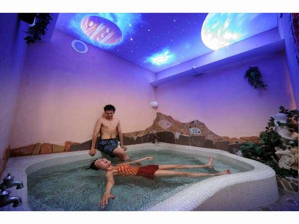 【死海風呂】二人で不思議な浮遊体験♪(水着は不要です)