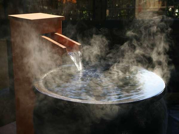 【1階露天風呂】「掛かり湯」まずは体をキレイにしてお風呂に入りましょう♪