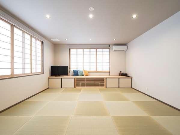 15畳の和室。ご家族やグループ向けに。チェックイン時お布団敷いてます。
