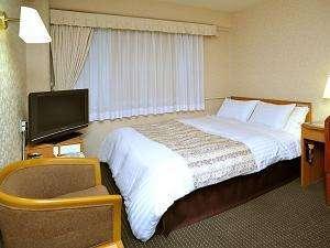 ダブルルーム。ベッドはポケットコイルマットレスを採用。 デュベスタイル。