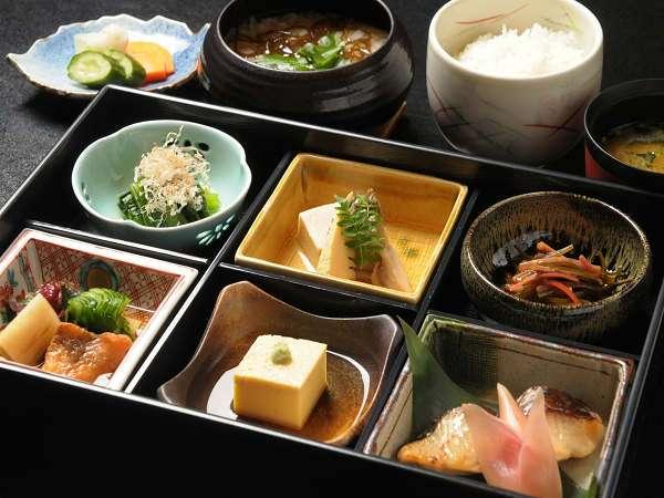 朝食:素材や生産者を厳選して作られた和定食(イメージ)