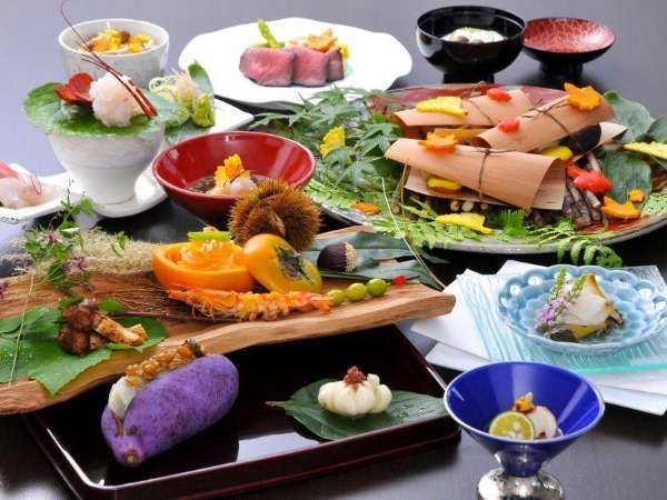季節感に溢れ、旬の素材でおもてなしを表現する料理長渾身の懐石料理(秋の献立一例)