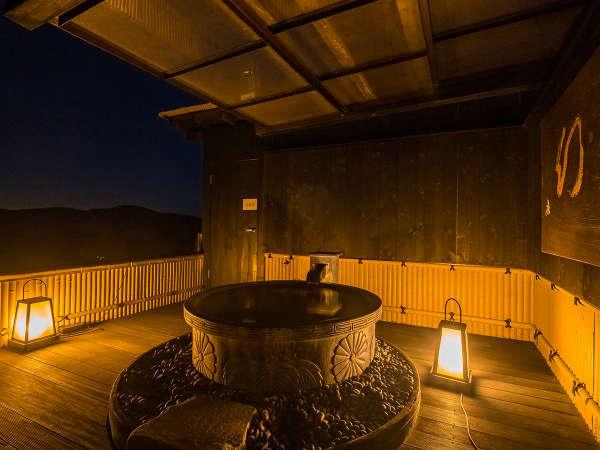 屋上露天風呂「天空の湯」四季折々の季節の移ろいを感じながらの湯浴み。