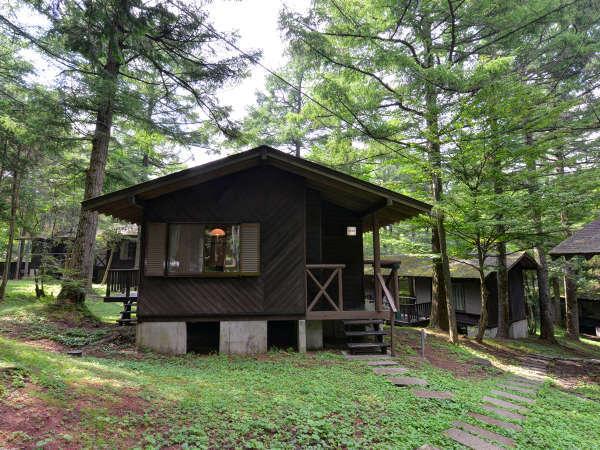 森の中に点在するリゾートコテージはすべて完全一戸建て