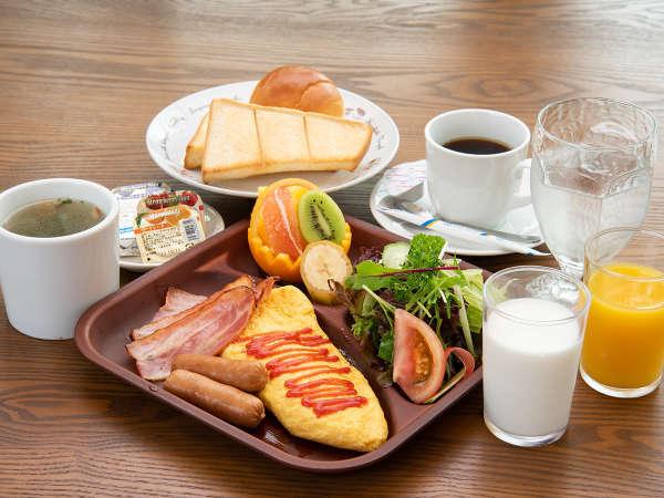 *【ご朝食一例】鳥のさえずりが聞こえる森の中、地元の安心素材を使ったご朝食をどうぞお楽しみ下さい。
