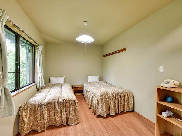 *【コテージ一例】和室、リビングダイニング、キッチン、1坪浴槽、ウォシュレットトイレ、テラスを完備。