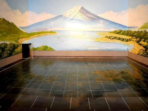 大浴場水面に浮かぶ逆さ富士も見事!