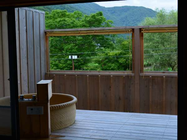 露天風呂付客室から見える風景 緑が視界一杯に広がります