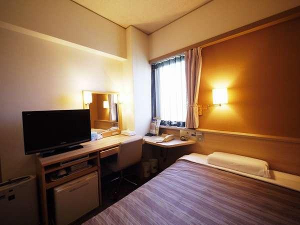 客室一例/落ち着いた雰囲気のシングルルームには宿泊に必要なアメニティが揃っております。