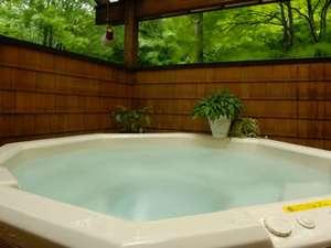 野鳥の声に包まれての入浴で至福の時を
