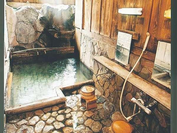 源泉からかけ流しの温泉をお楽しみください。「子宝の湯」としても有名なんですよ。