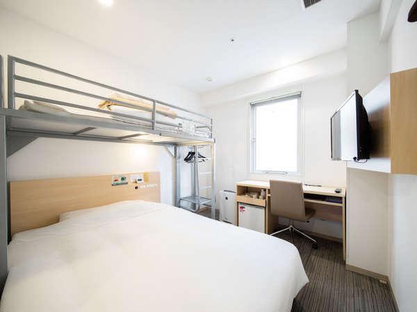 客室:スーパールーム(ダブルベッド+ロフトベッド)ご家族やお友達の旅行に人気のお部屋♪